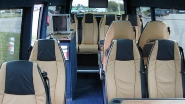 15 persoons luxe minibus met chauffeur.jpg