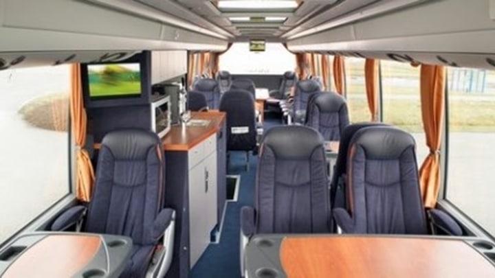27 persoons Super VIP Touringcar.jpg